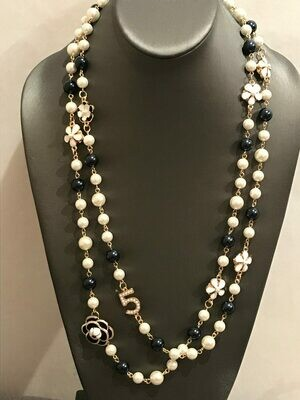 Necklace pearls And Flowers Camelia Bicolor