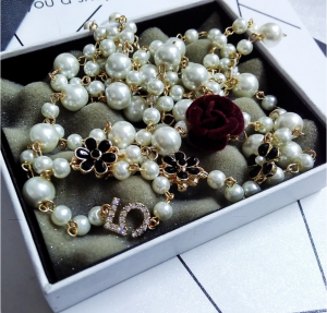 Necklace Pearls and Flowers with velvet burgundy Camelia