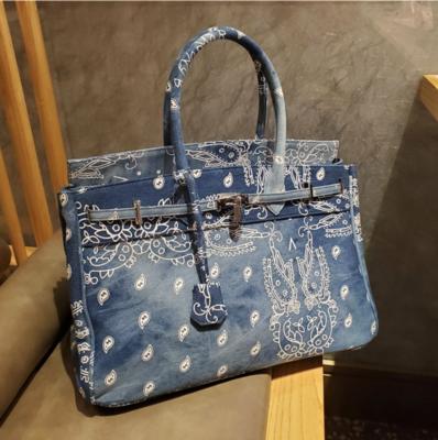 Handbag B. Bandana