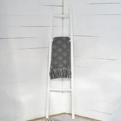 White Wash Blanket Ladder