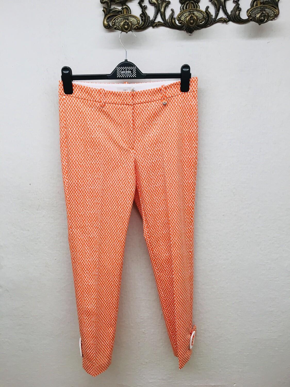 Pantalón naranja hebillas