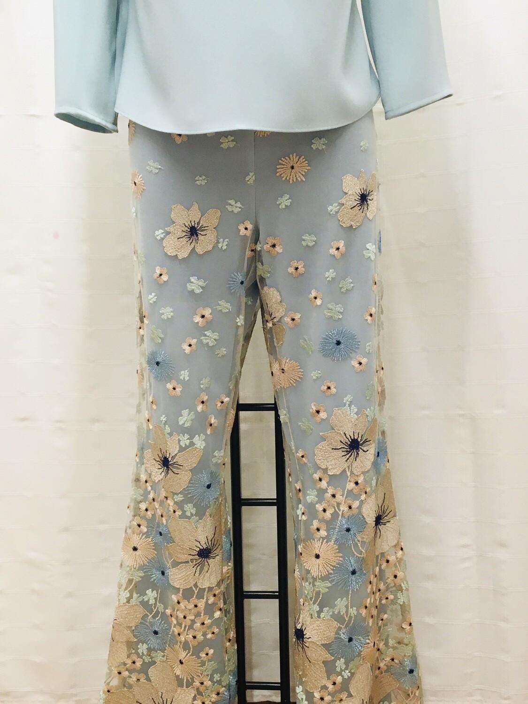 Pantalón bordado flores