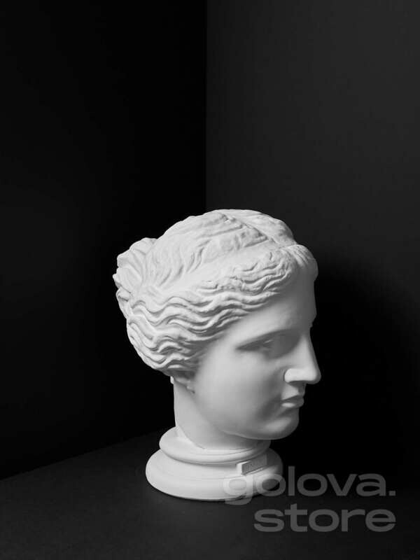 Венера Милосская на круглом основании