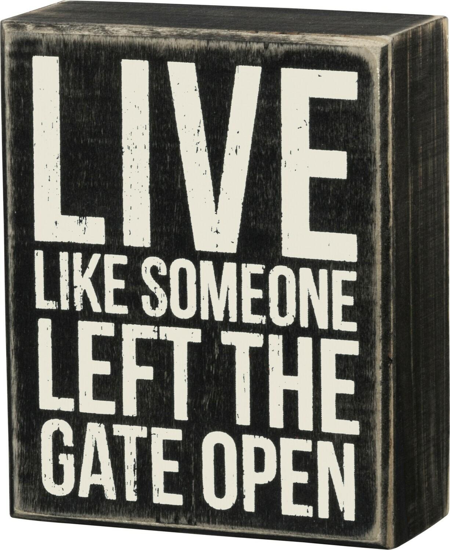 Box Sign; Gate open