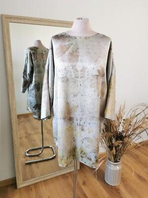 Šilkinė suknelė - tunika, marginta augaliniu būdu.