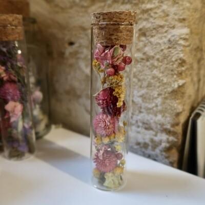 Fiole en fleurs séchées