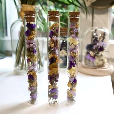 Trio de fioles en fleurs séchées jaune et violet