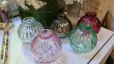 Vases boules striés