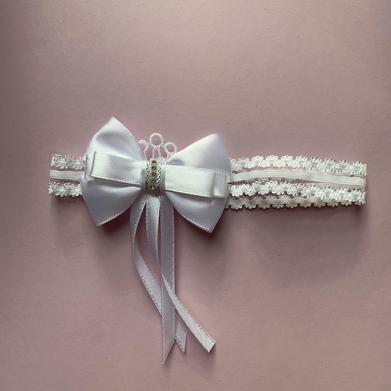 Подвязка в белом цвете с декором