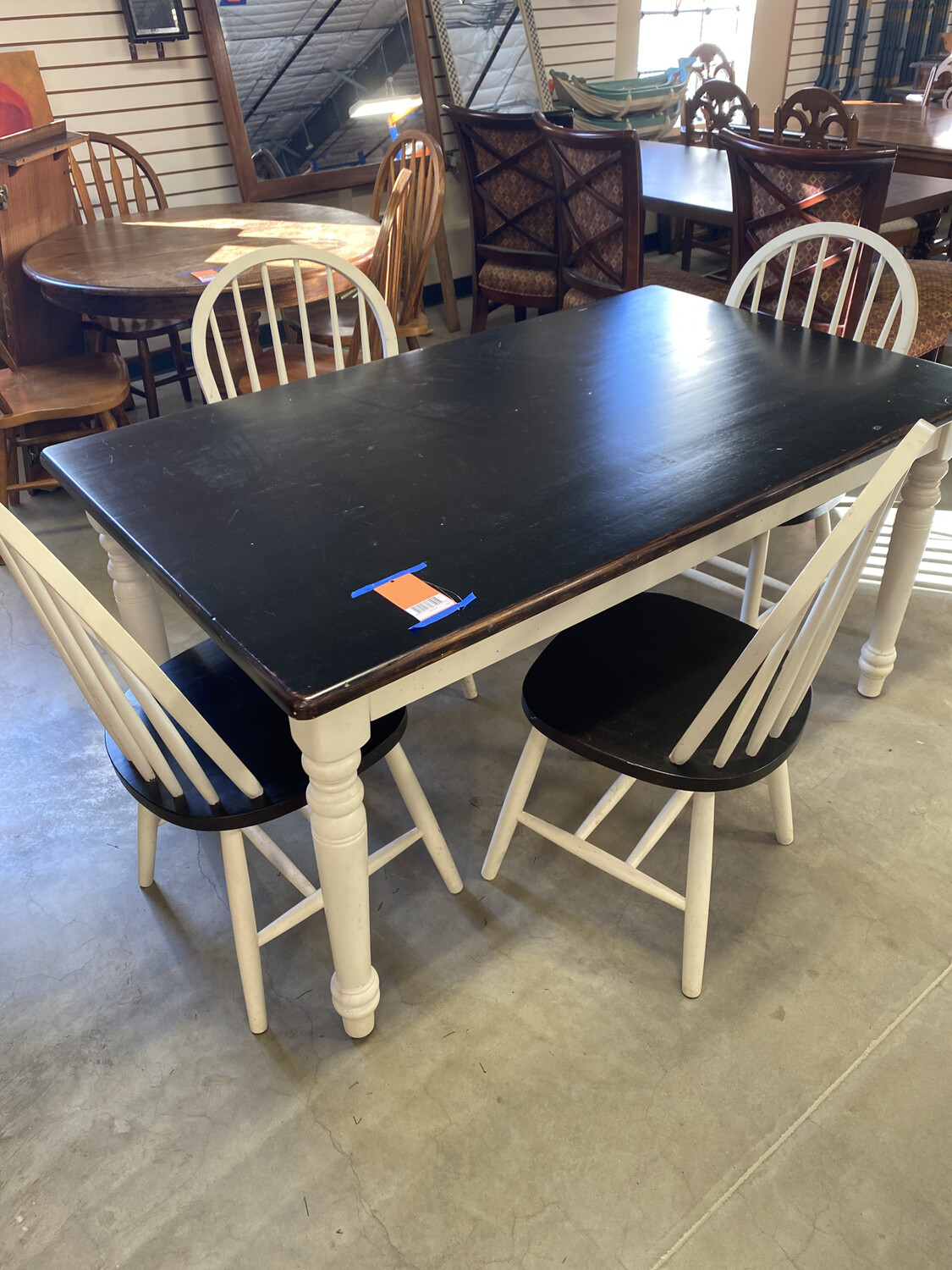 BLACK & WHITE TABLE W/4 CHAIRS