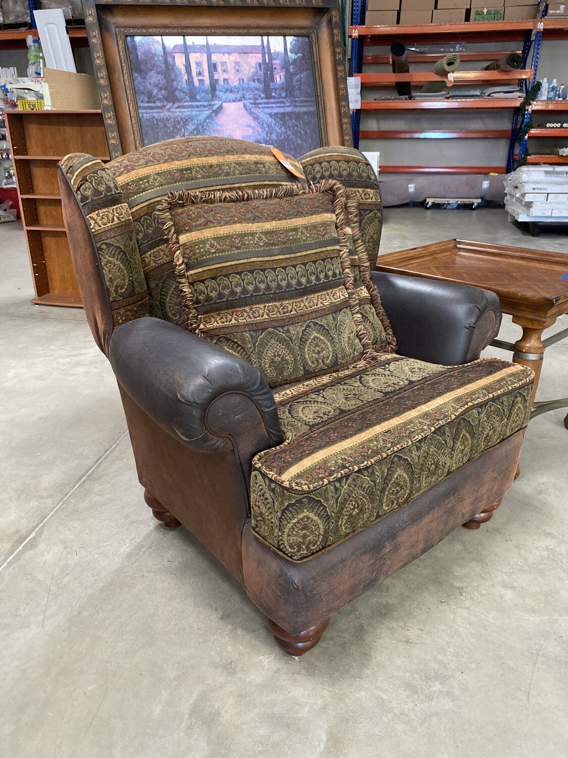 GREEN/BROWN CHAIR WITH PILLOWS