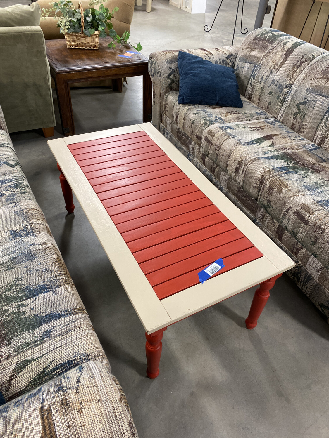 RED/BEIGE COFFEE TABLE