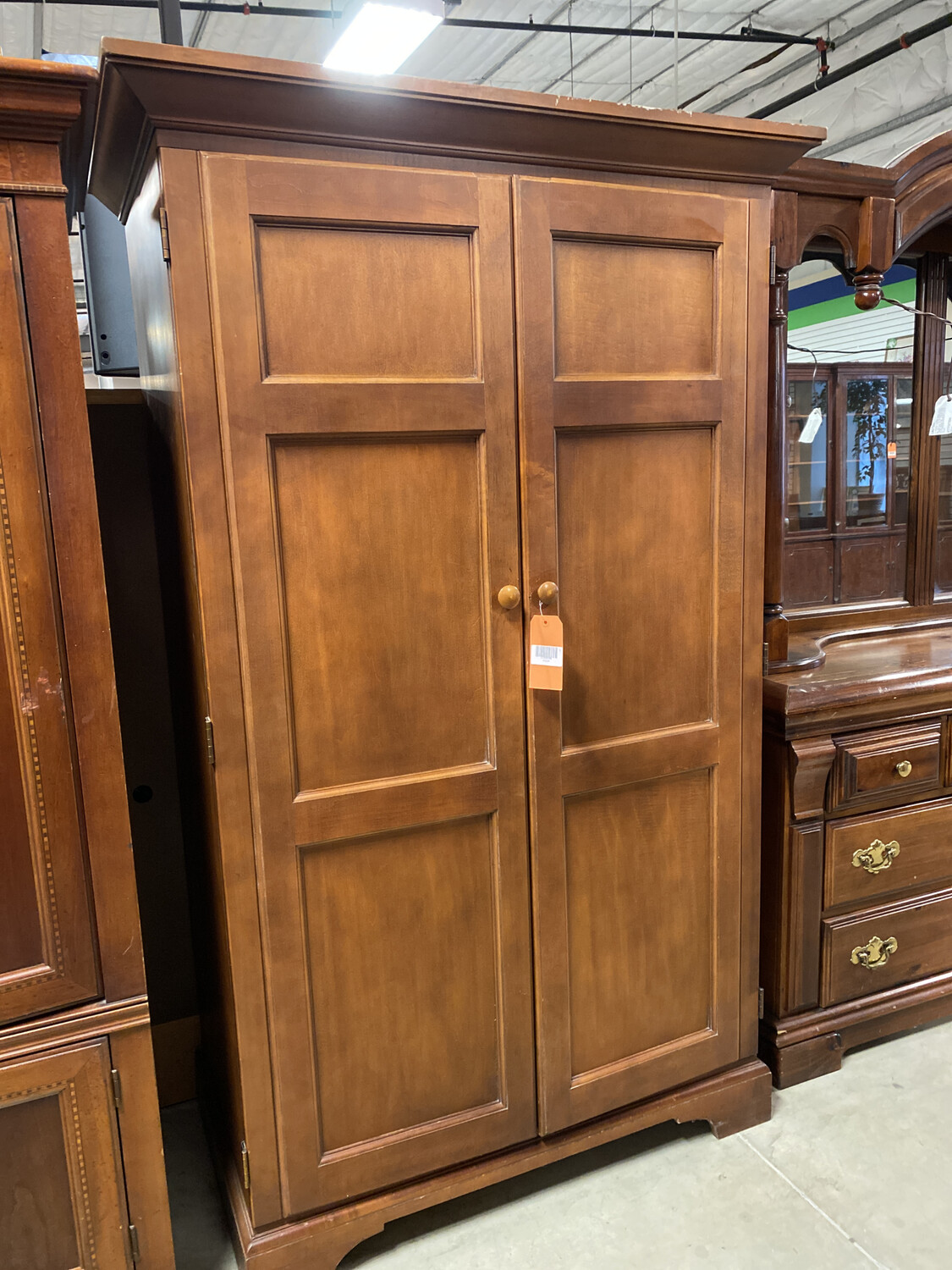 LG ARMOIRE