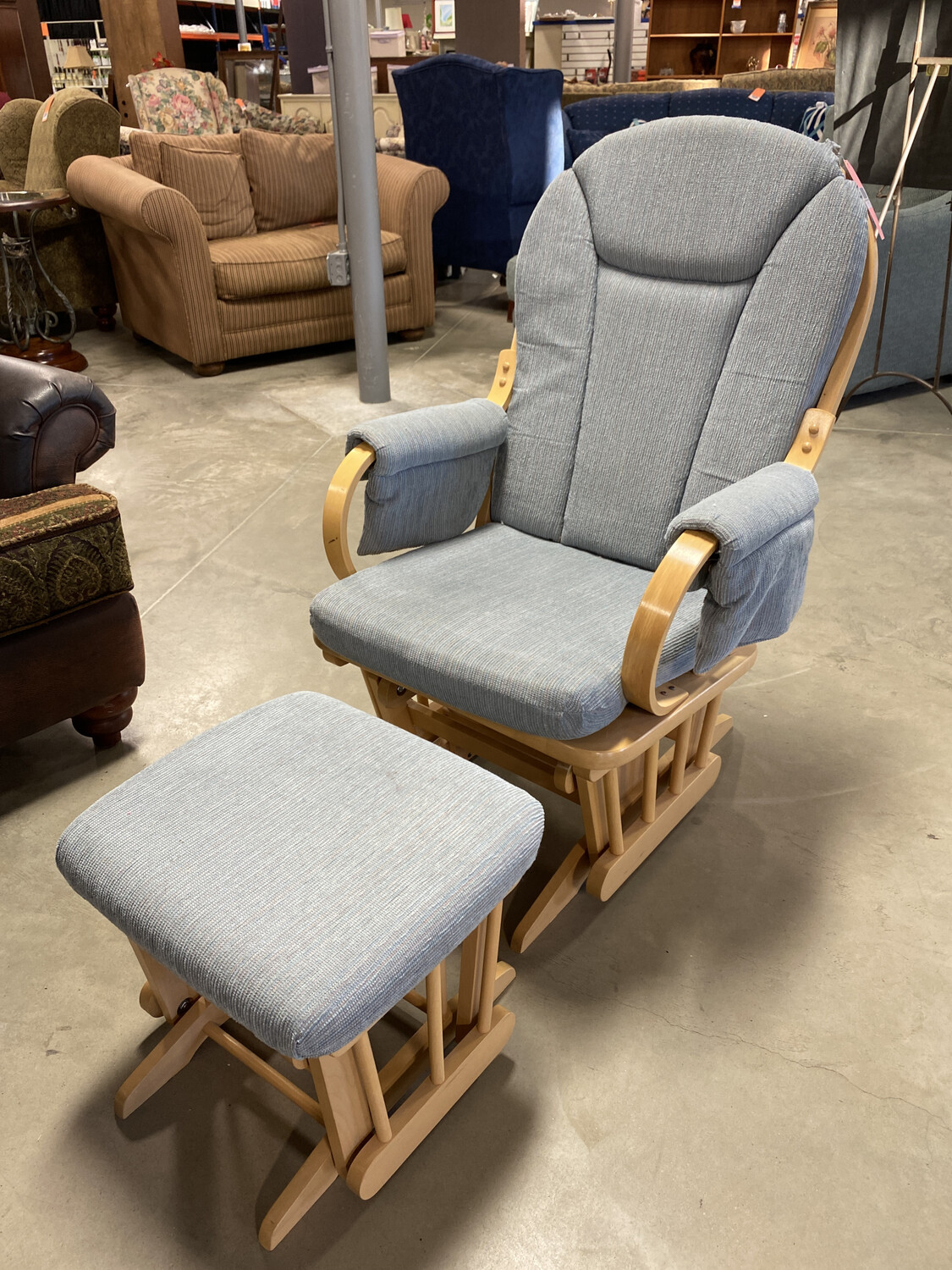 SWIVEL ROCKER WITH OTTOMAN