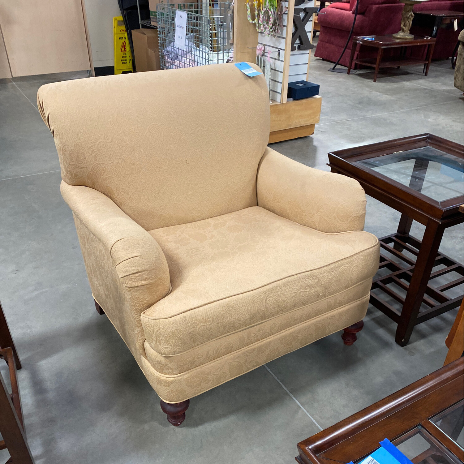BEIGE/CREAME COLOR CHAIR