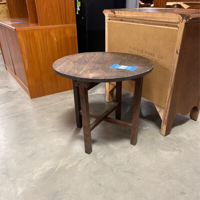 RD. WOODEN FOLDING TABLE