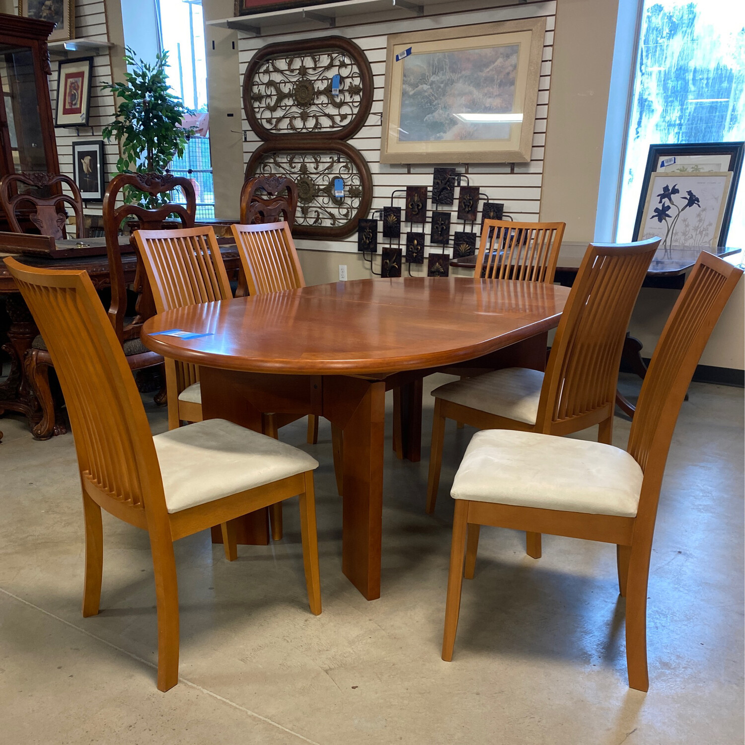 MED. BROWN DINING TABLE 6 CHAIRS/2 LEAVES