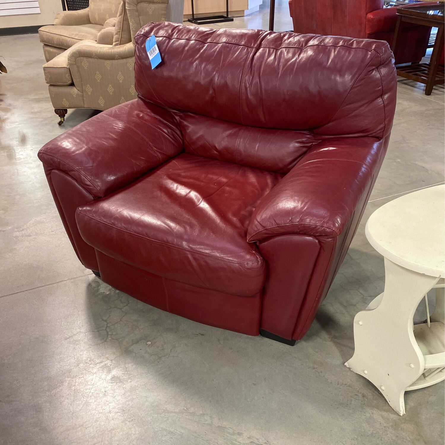 CLEARANCE RED LEATHER LINGINGROOM CHAIR