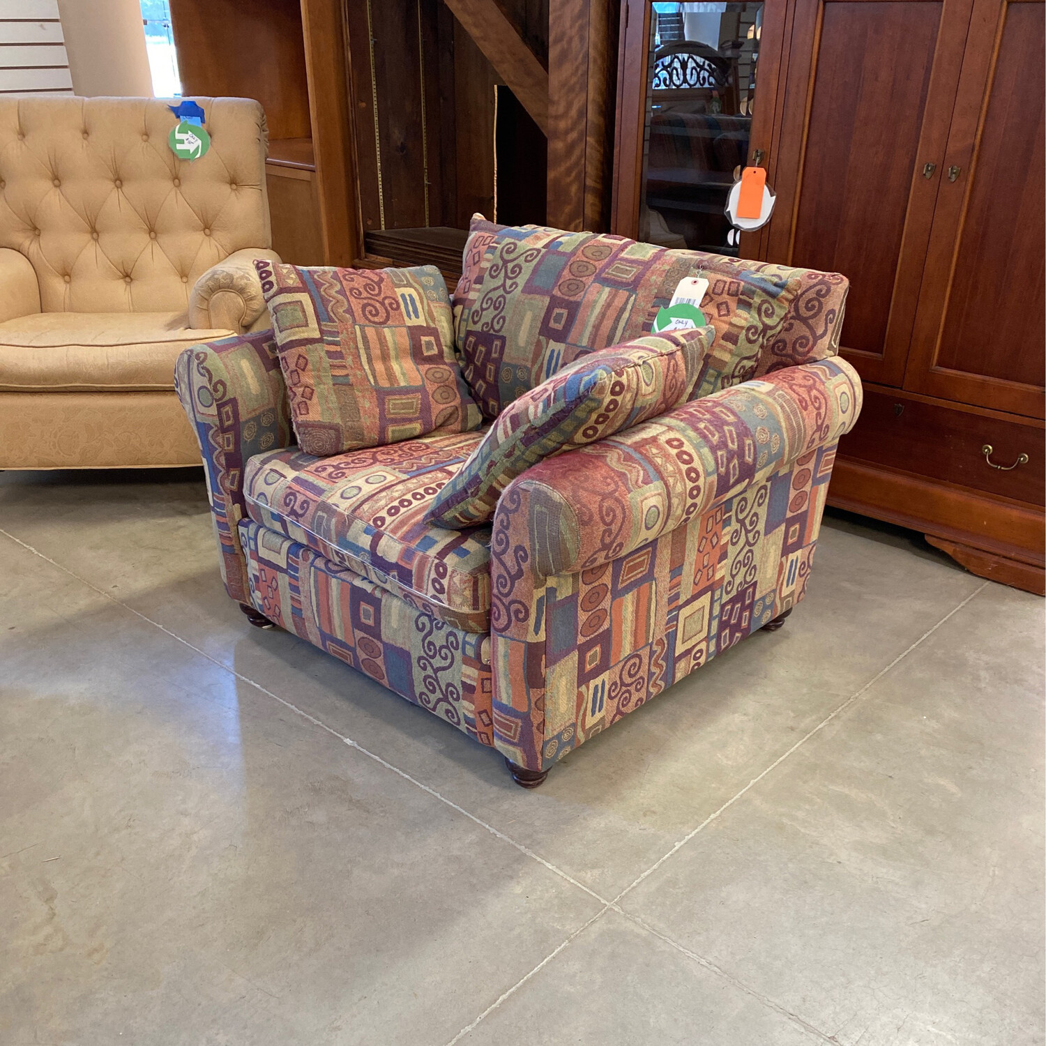 CLEARANCE LIVINGROOM CHAIR