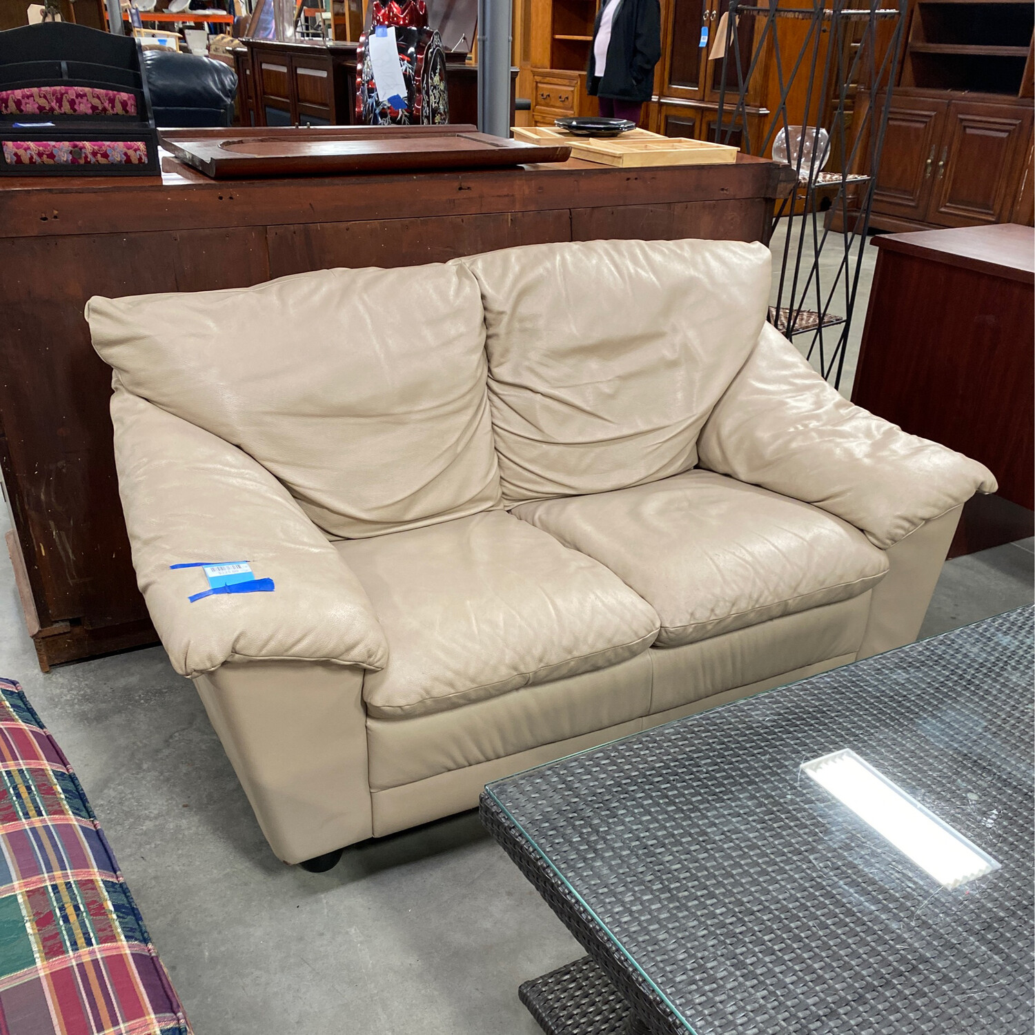 CLEARANCE CREAM COLOR LOVESEAT