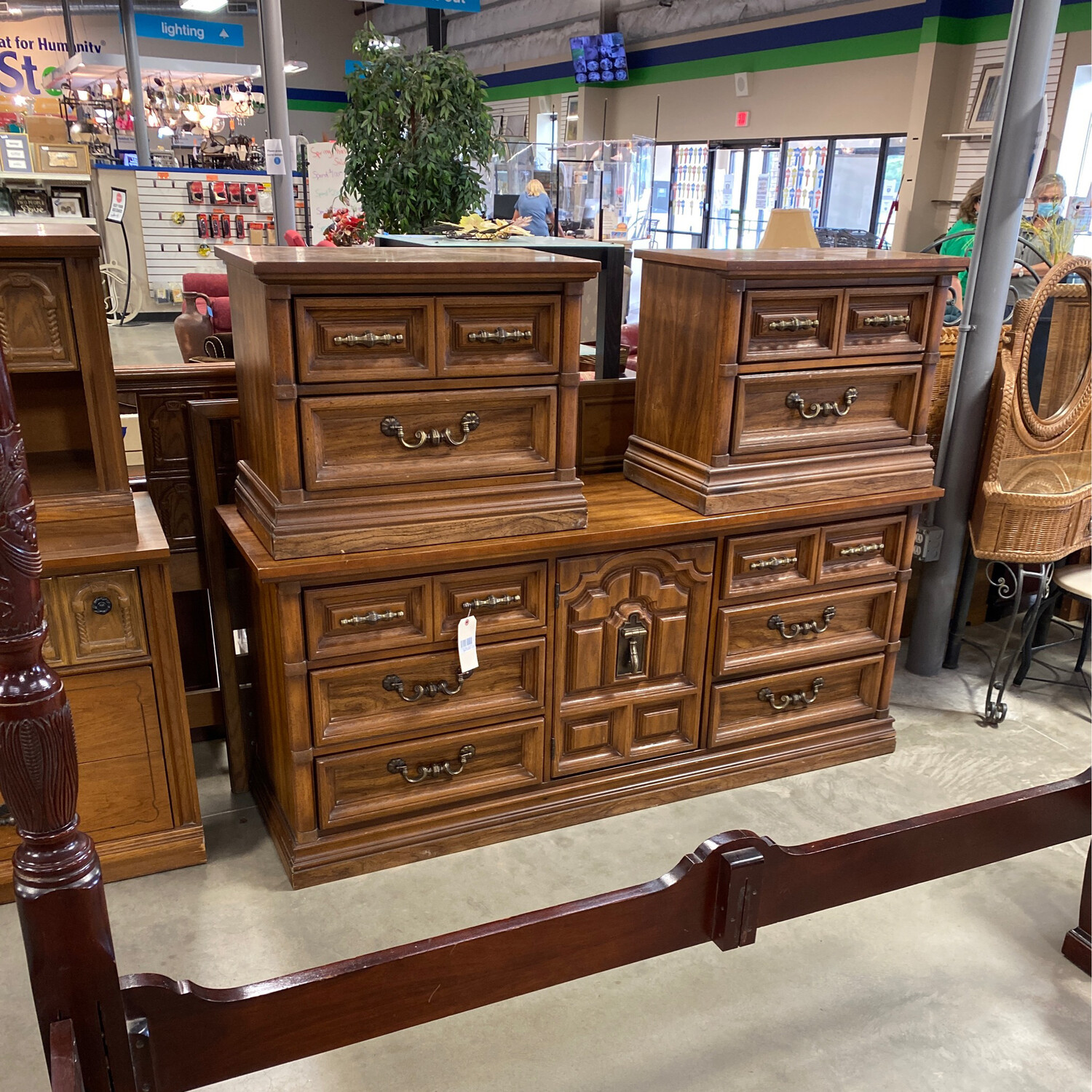 CLEARANCE KING HB, DRESSER, 2 NIGHTSTANDS