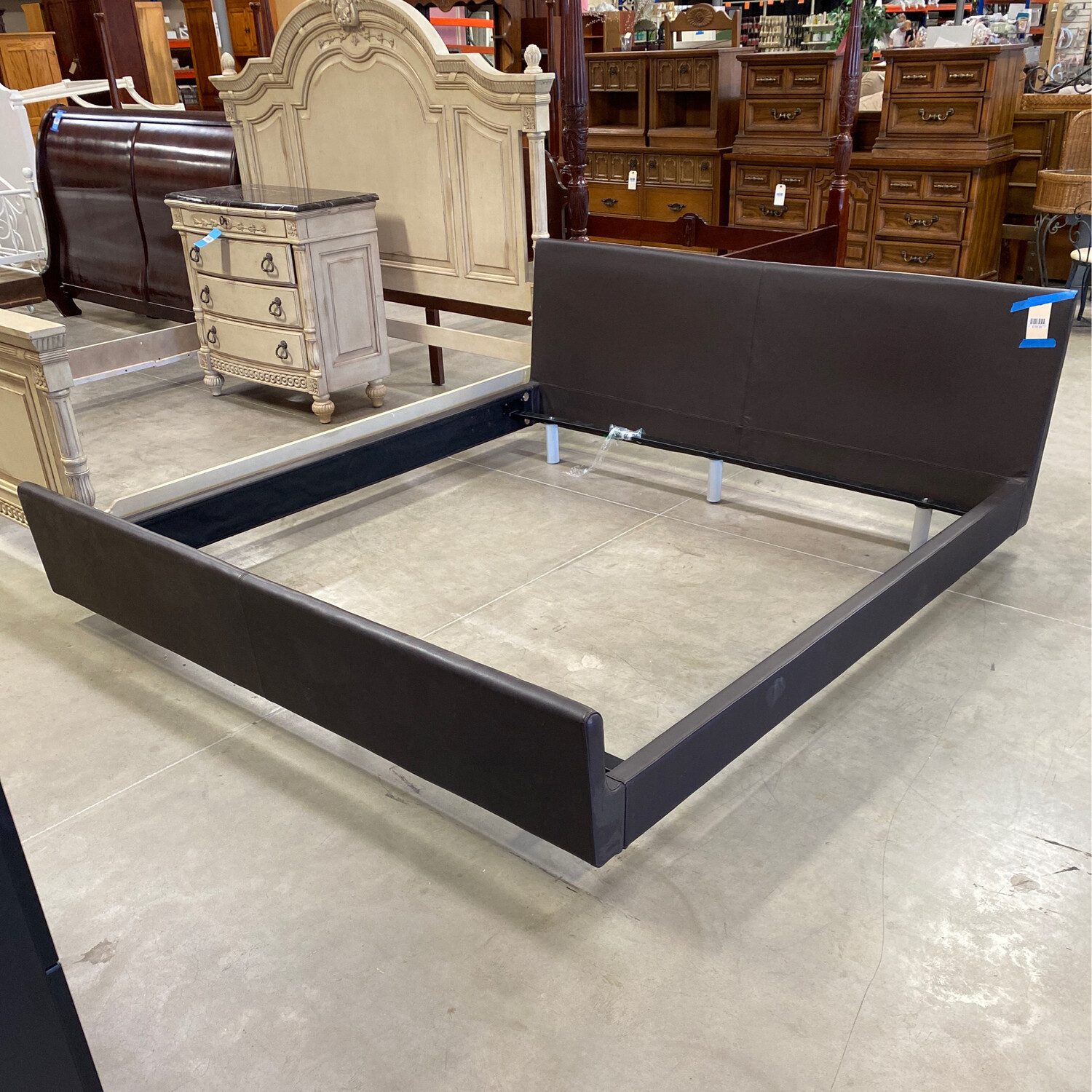 KING SIZE BROWN LEATHER FRAME W BOX SPRING