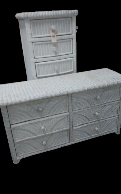 White wicker chest of drawers/Dresser