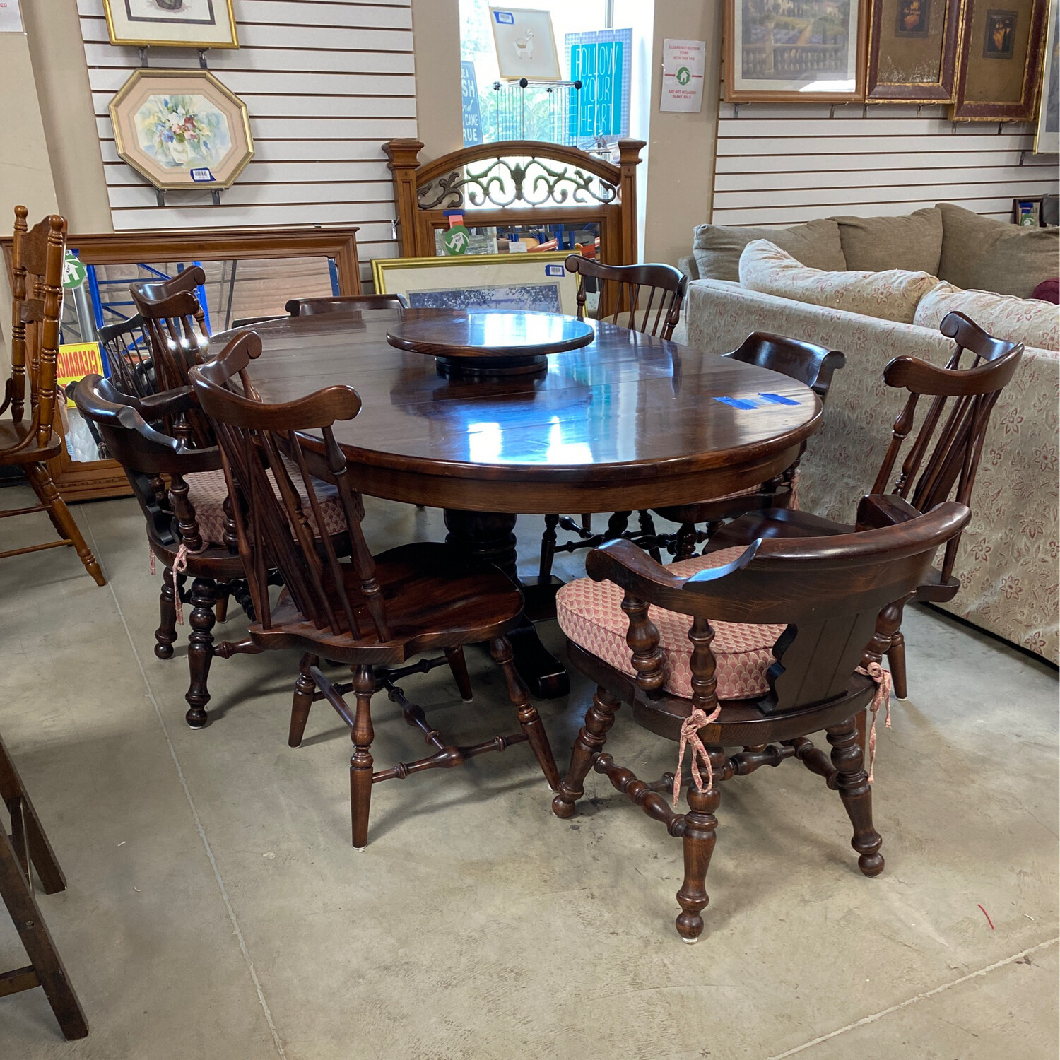 RD. DINING TABLE/2 LEAVES/ 8 CHAIRS
