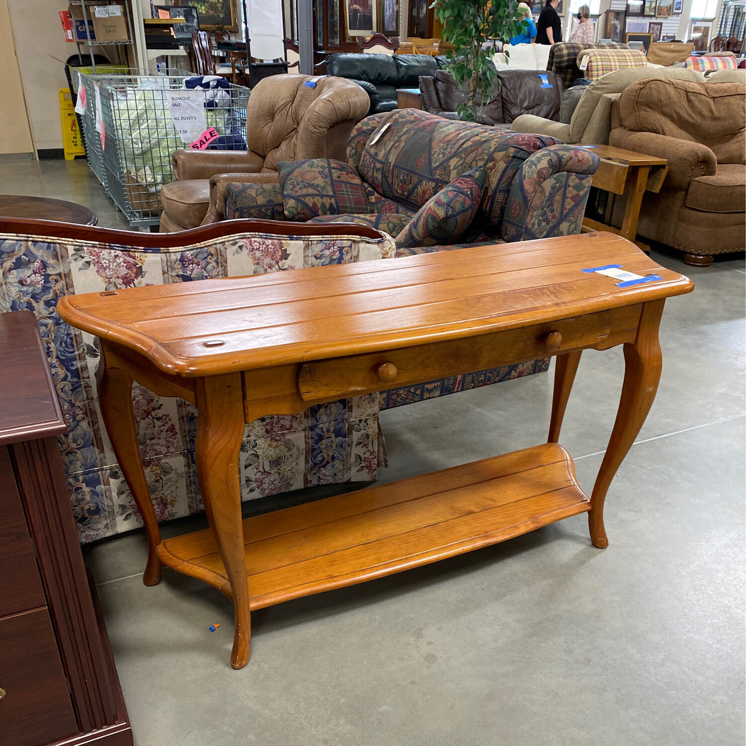 MED. BROWN SOFA TABLE
