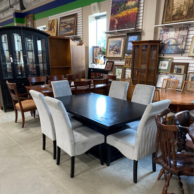 CLEARANCE BLACK DINING TABLE 6 GREY CHAIRS