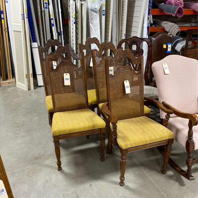 POLSTERED DINING CHAIR