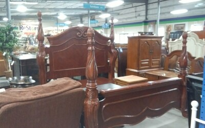 King Size ornated poster Bed