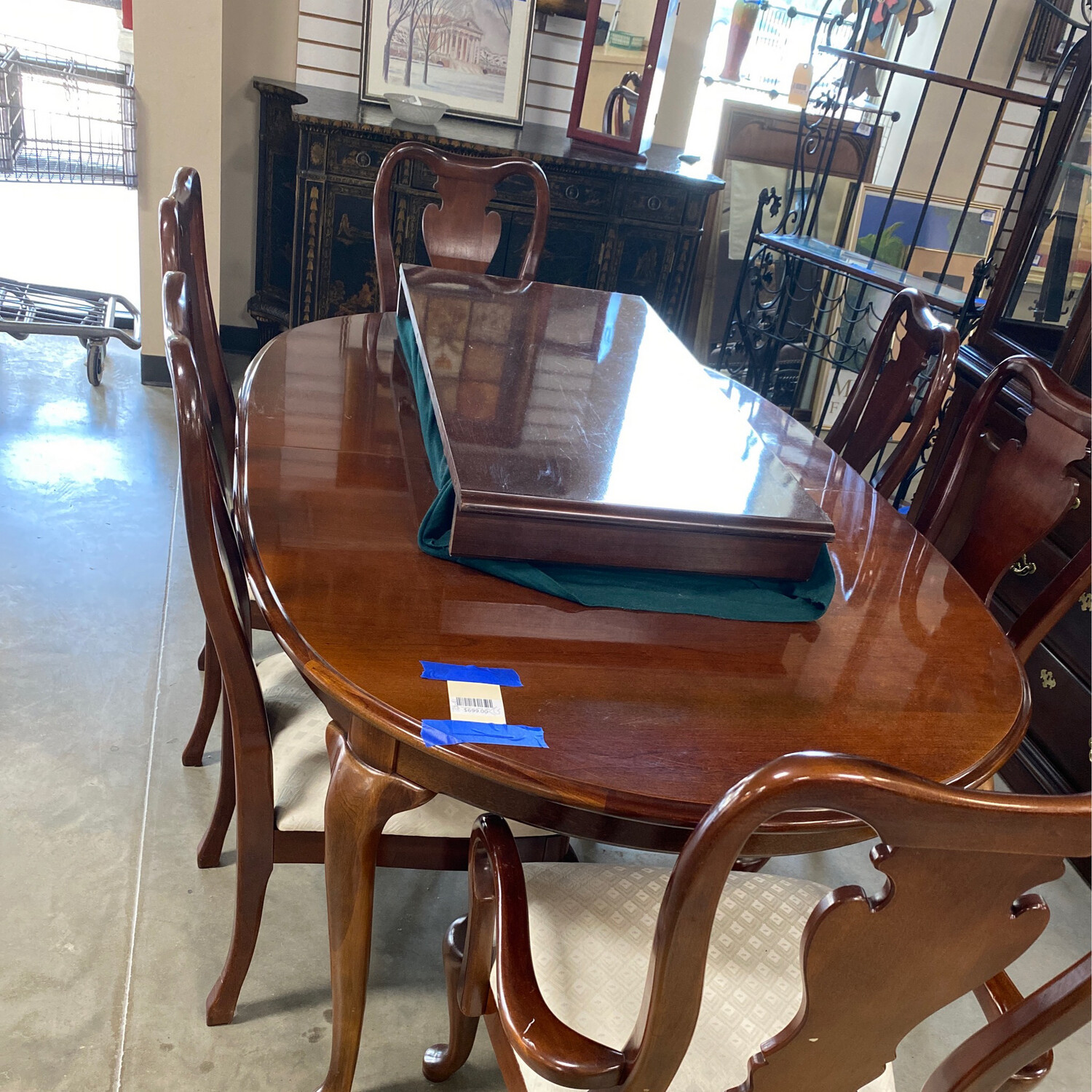 Thomasville 6 Chair Table With 2 Leaf's