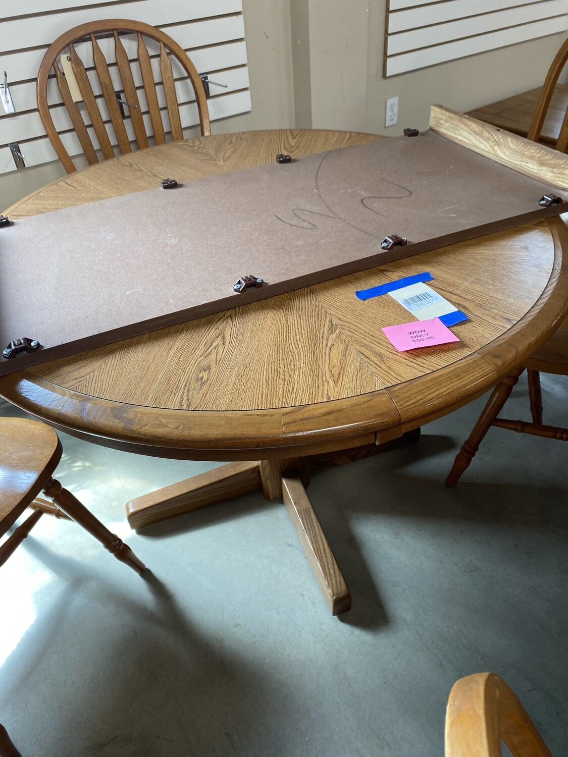 CLEARANCE ROUND DINING TABLE 1 LEAF