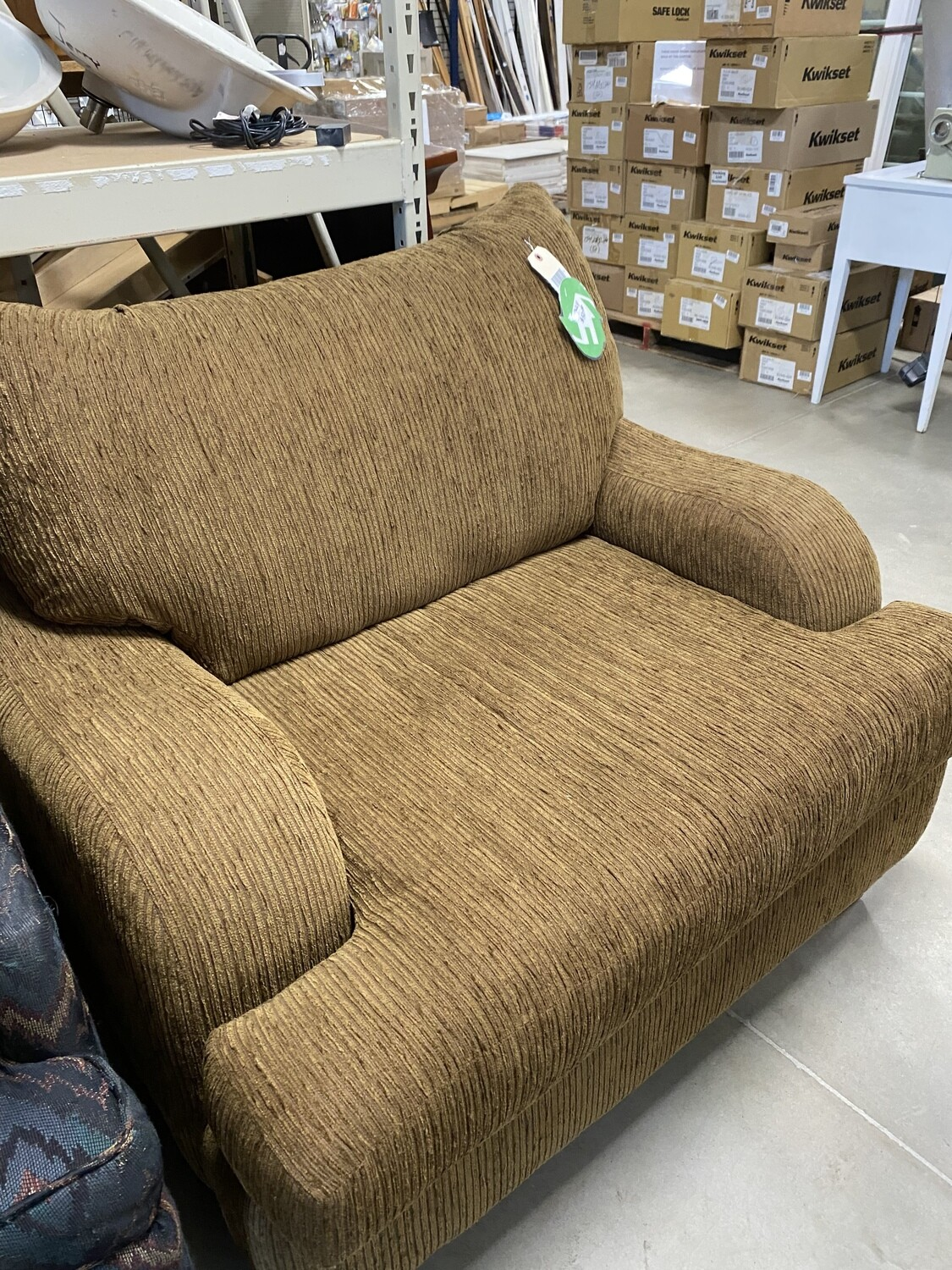 CLEARANCE OVERSIZED CHAIR DRK. BROWN
