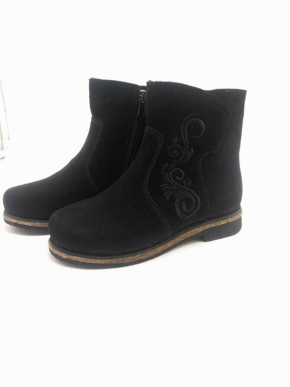 39 Унты-ботиночки женские на молнии из замши