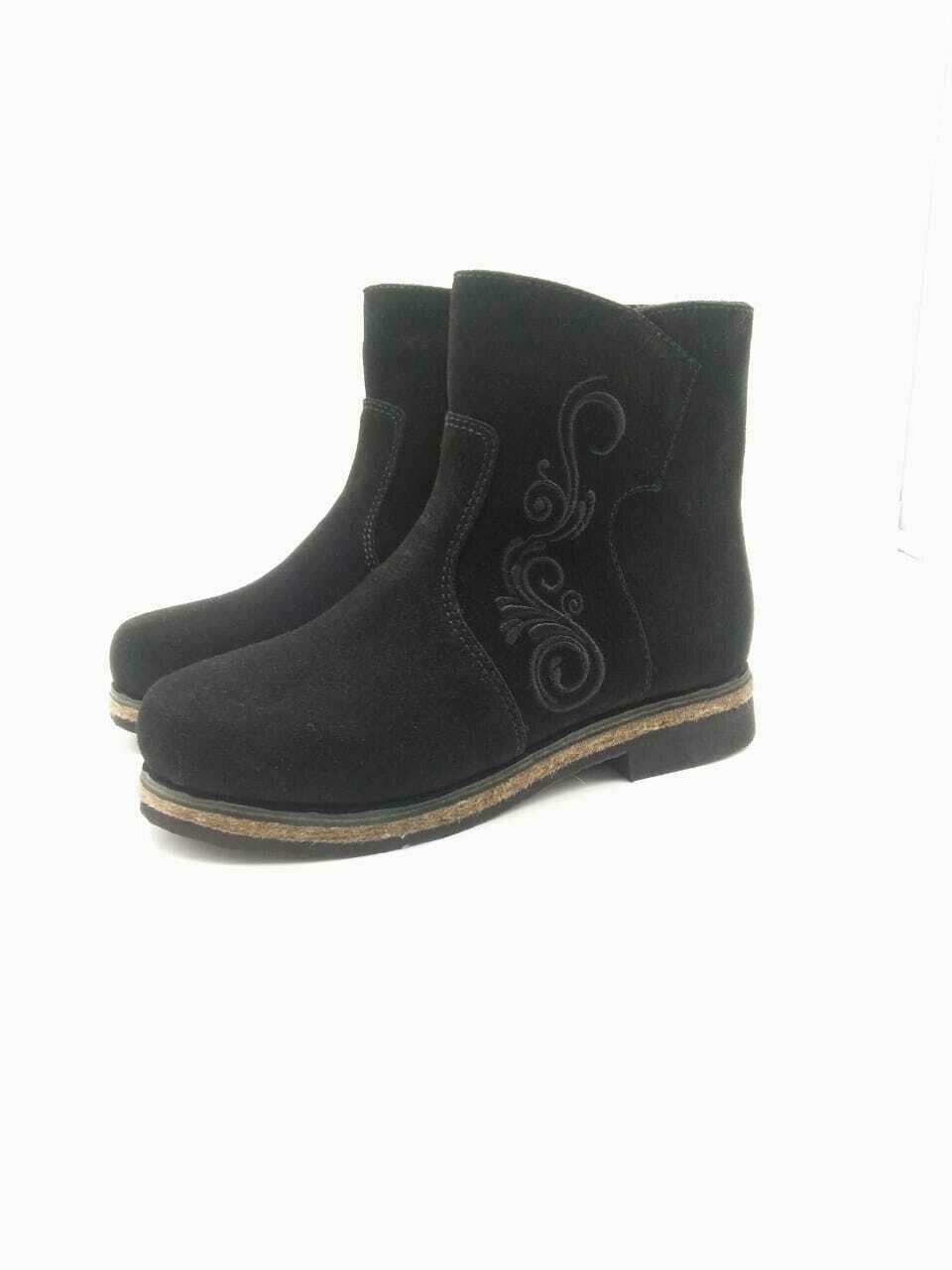 40 Унты-ботиночки из замши на молнии