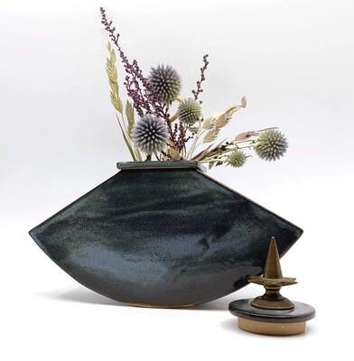 Tri Vase with lid