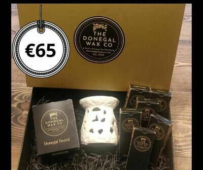 Luxury Gift Set with Soy Candle + Embossed Warmer + 6 Snap Bar Wax Melts