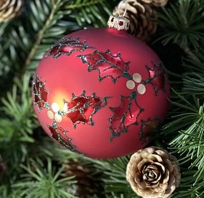 8 cm mat rød julekugle med Kristjørn