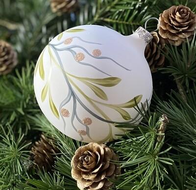 8 cm mat julekugle med træbær