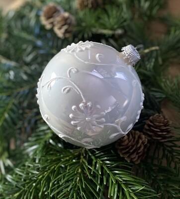 10 cm Perlemor hvid med blomsterglasur