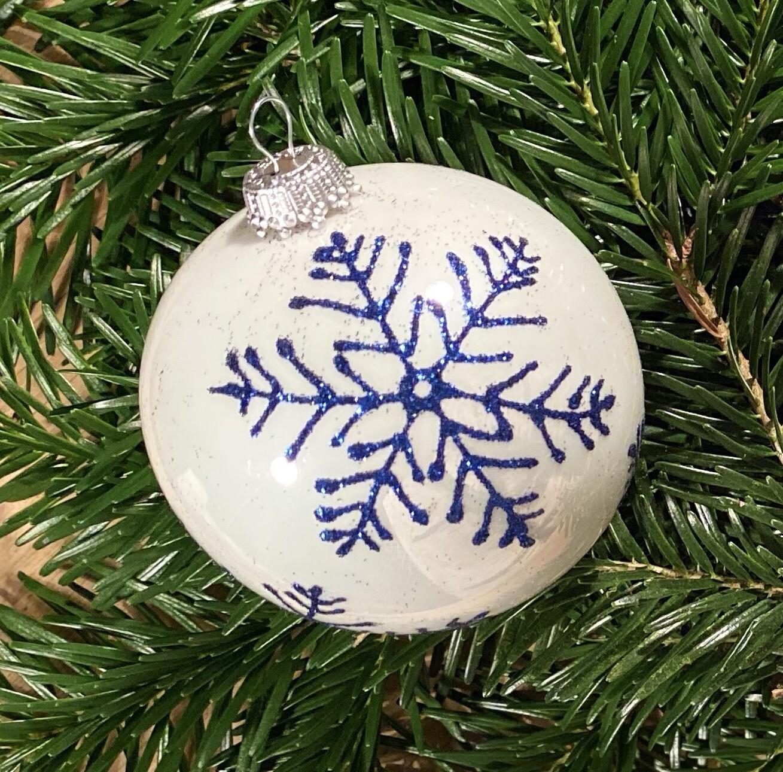 8 cm porcelæns hvid med blå isblomst