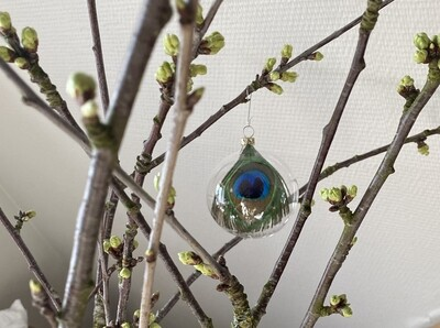 8 cm Klar glaskugle med påfuglefjer