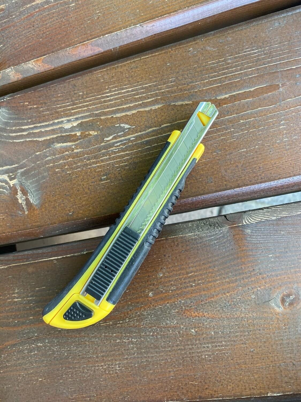 Нож канцелярский FZ-313 узкий 9 миллиметров