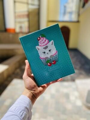 Дневник школьный 1-4 класс арт. 51838 КОТИК КАПКЕЙК / тв. переплёт, А5+, 48 л., тис. цв.