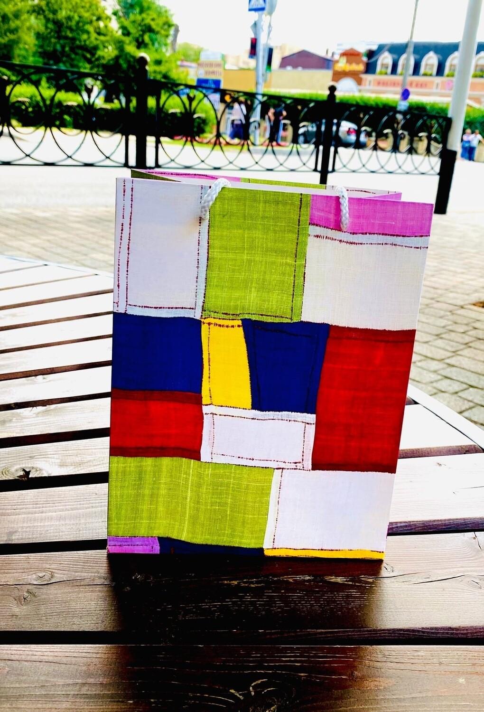 """Пакет  подарочный""""Цветные клаптики"""" 23*18*10см"""