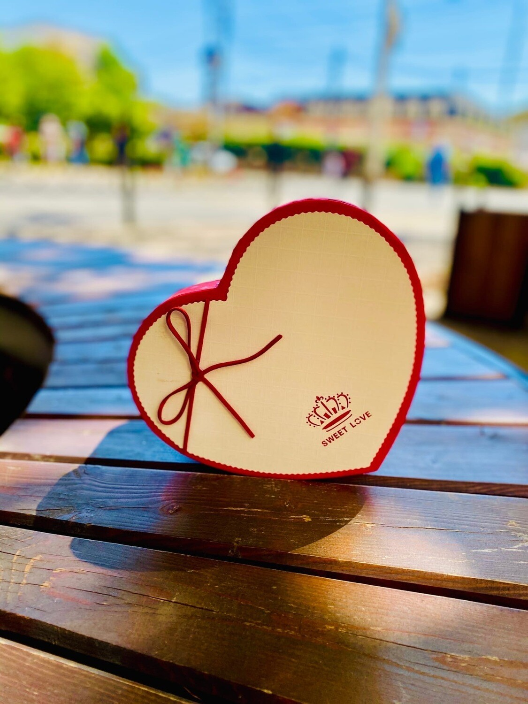 """Коробка подарочная """"Сердце"""" с кожаным шнурком  FZ-0251-1 с короной на крышке. 3 мал."""