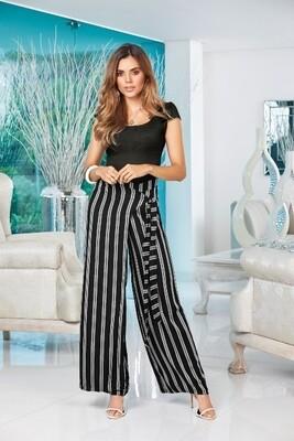 """Pantalón negro a rayas anudado en la cintura estilo """"wrap""""."""