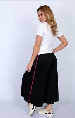 Pantalón negro estilo culotte con hiladilla decorativa y elástico en cintura